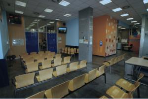 Sala de espera de la Oficina de Extranjería en Santander