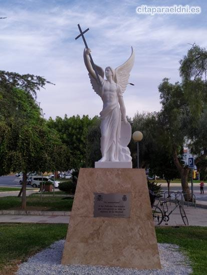 Escultura del Santo Angel de la Guarda en la Comisaría de Policía de Málaga